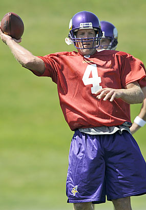 Favre throwing
